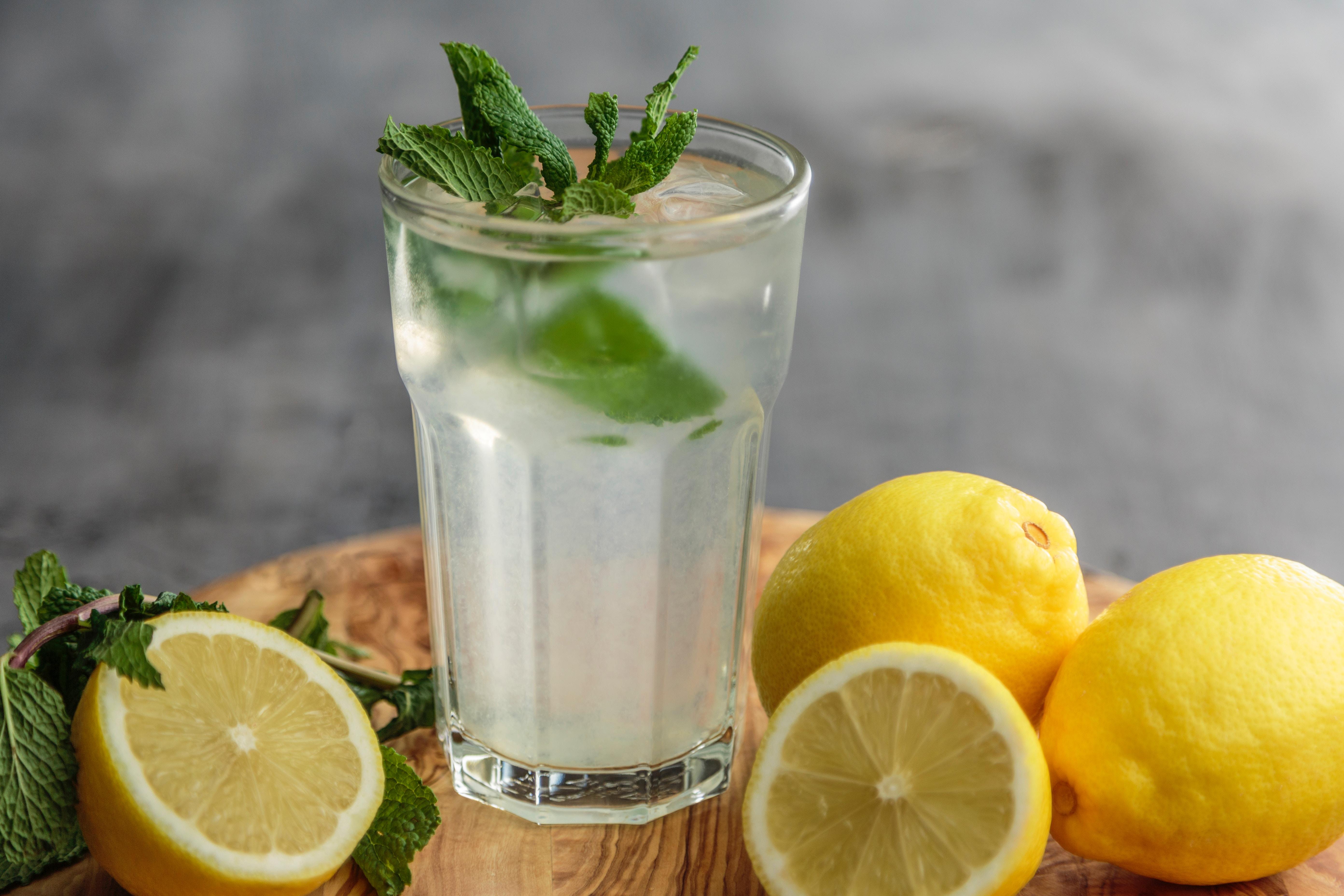 Limonlu Su İçmenin 10 Faydası